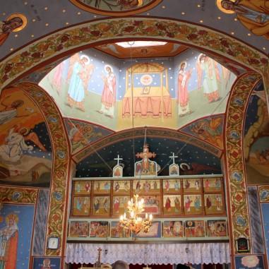 Interiorul Bisericii din Budele